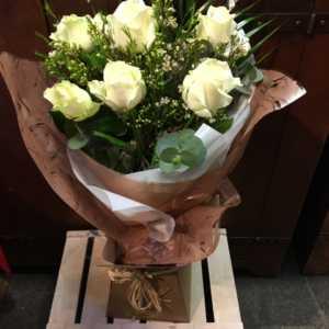 6 Cream Roses